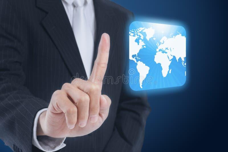 knappsymbolsman som trycker på pekskärmvärlden royaltyfri foto