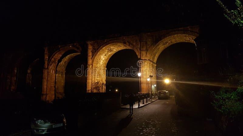 Knaresborough-Viadukt nachts lizenzfreie stockfotografie