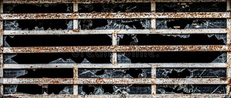 Knastra exponeringsglas i ett ofan gammalt lager för tegelstenvägg royaltyfria foton
