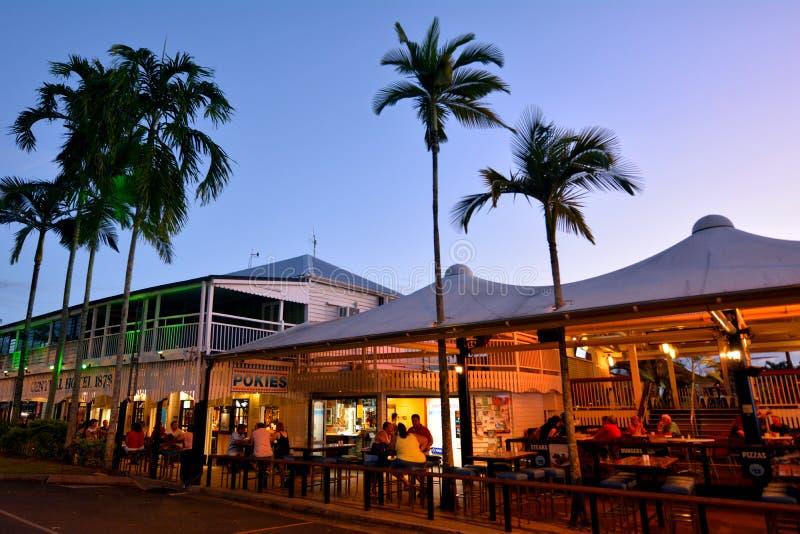 Kneipen und Restaurants im Hafen Douglas Queensland Australia lizenzfreie stockfotografie