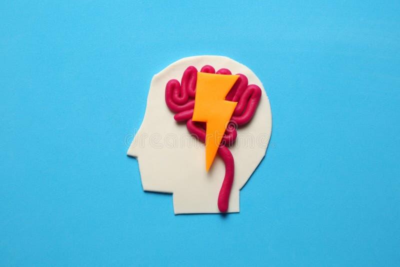 Knetmassekopf und Gehirnkonzept Intelligenter Verstand, Neurologiewissen stockbild