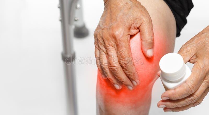 Kniepijn, Functioneel Stoornis in Bejaarden stock foto