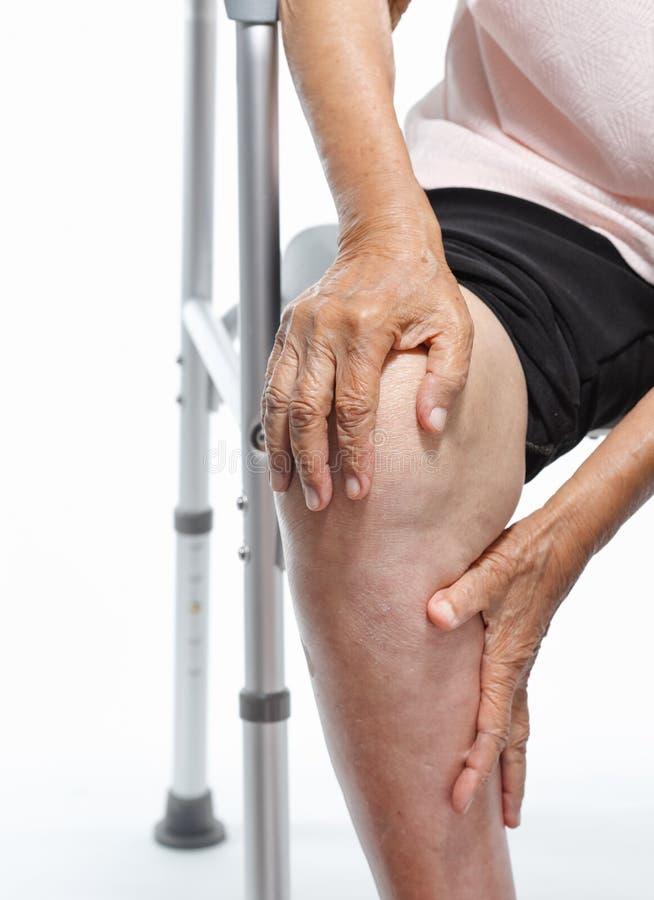 Kniepijn, Functioneel Stoornis in Bejaarden royalty-vrije stock foto
