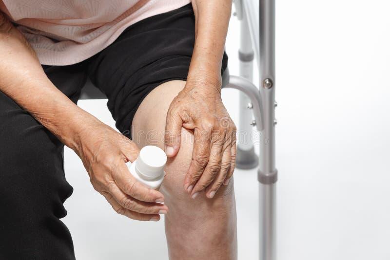Kniepijn, Functioneel Stoornis in Bejaarden royalty-vrije stock fotografie