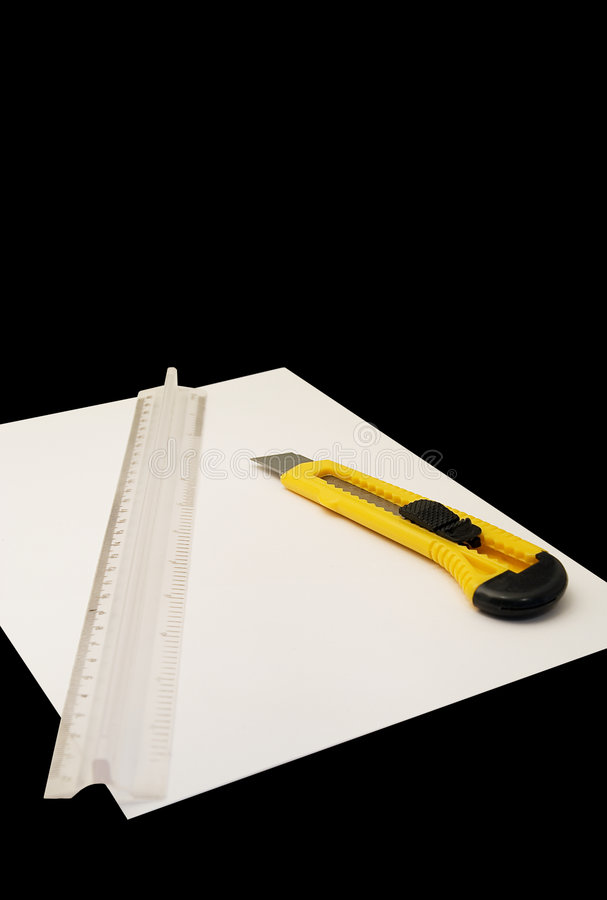 Free Knife For Cutting Paper And Ruler Royalty Free Stock Photos - 5764698