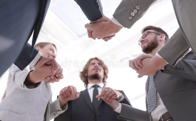 Knippend inbegrepen weg Een succesvol commercieel team stock fotografie