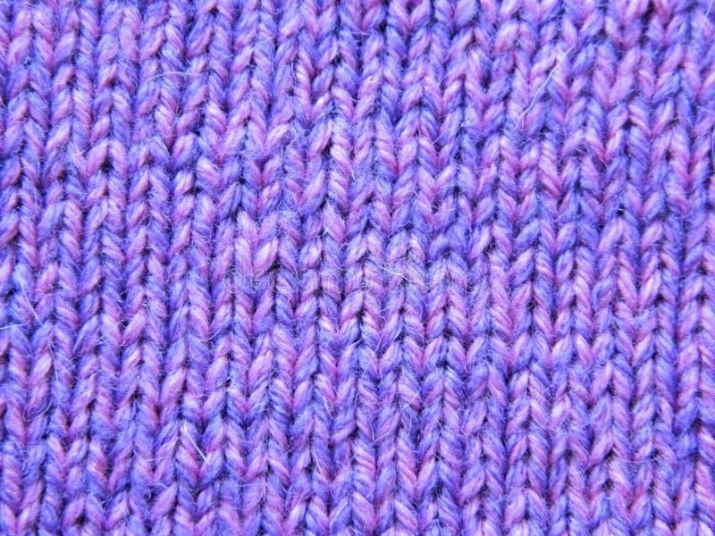 Knitted que faz malha com agulhas de confecção de malhas Superfície do Facial fotografia de stock