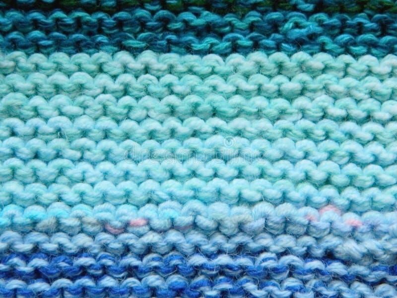 Knitted tricotant avec des aiguilles de tricotage Point de jarretière image libre de droits