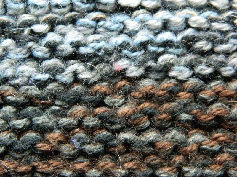 Knitted tricotant avec des aiguilles de tricotage Point de jarretière images stock