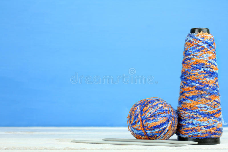 Download Knitting foto de archivo. Imagen de azul, algodón, costura - 64208406