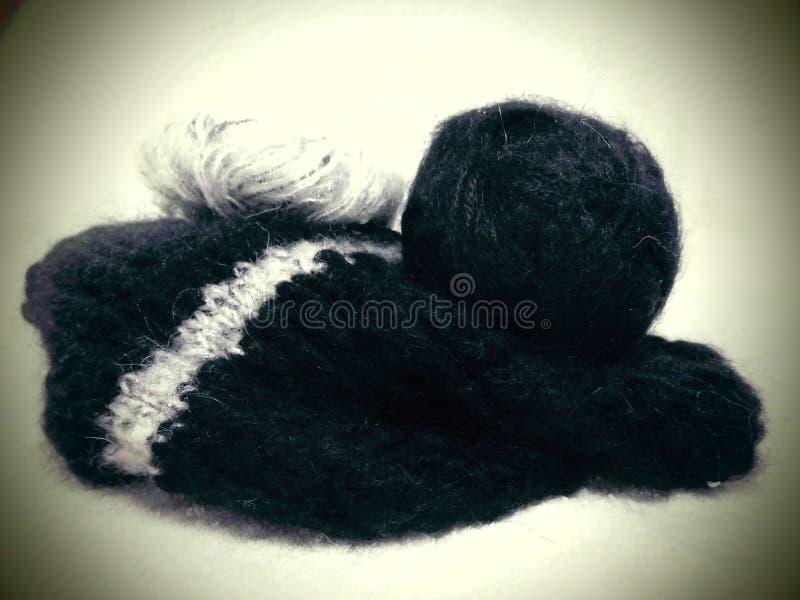 knitting Lana negra fotografía de archivo libre de regalías