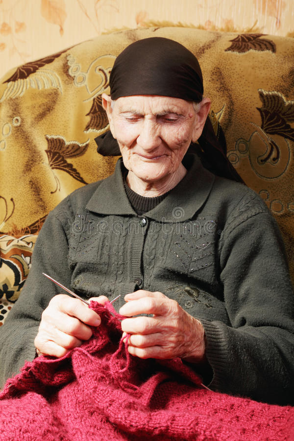 knitting senior woman στοκ φωτογραφίες με δικαίωμα ελεύθερης χρήσης