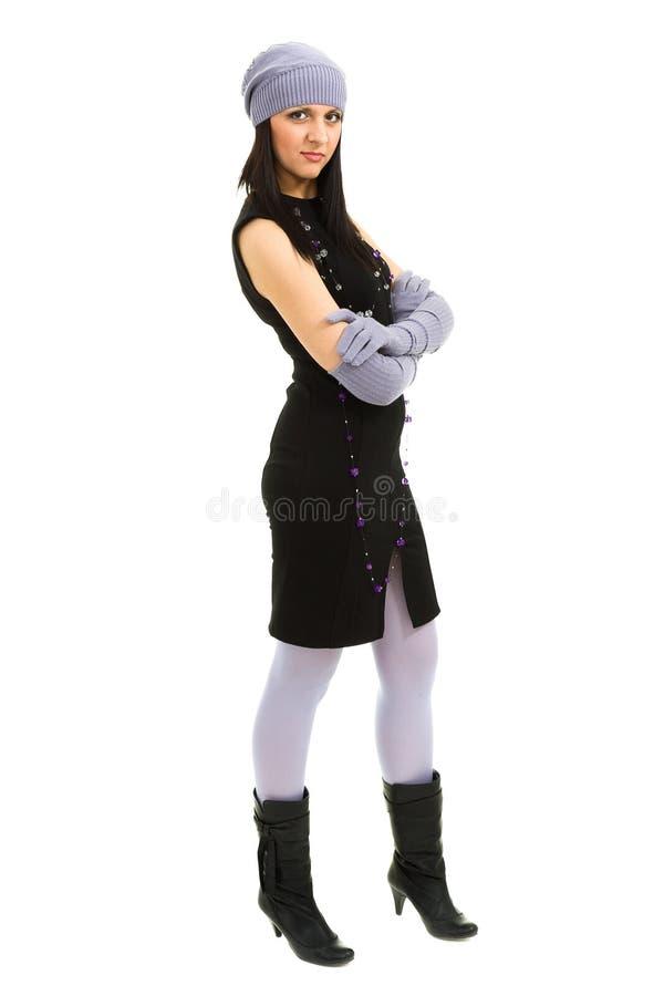 knitwear Mujer joven que desgasta un casquillo del invierno imagenes de archivo
