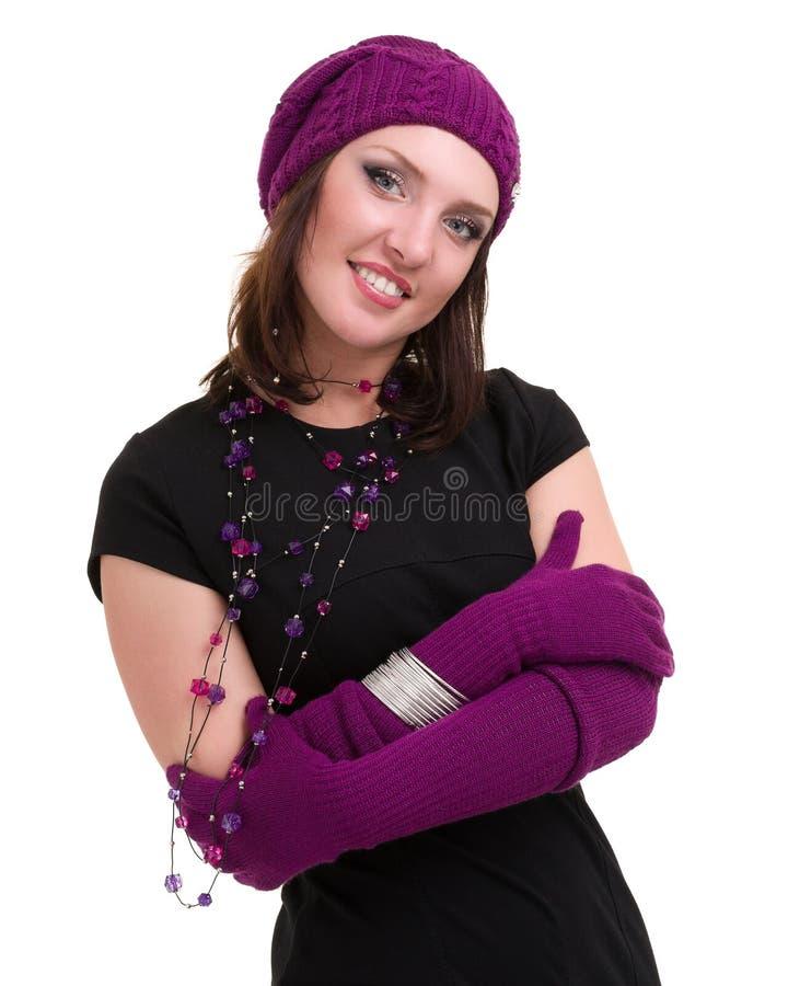 knitwear Mujer joven que desgasta un casquillo del invierno foto de archivo