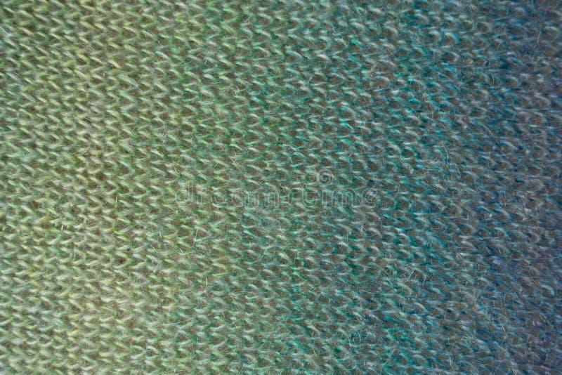 Knitwork i skuggor av gräsplan och blått arkivfoto