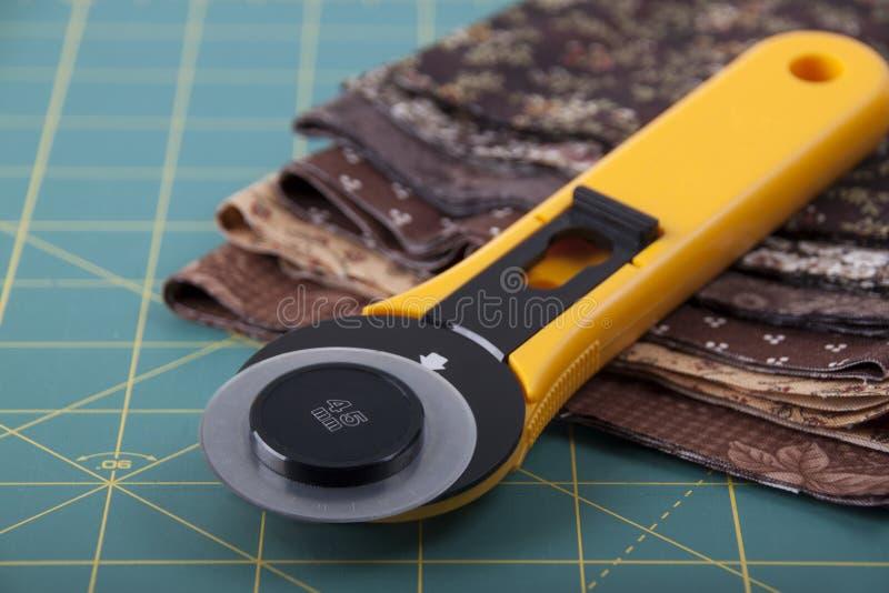 Kniv för patchwork på kompisen för patchwork royaltyfria bilder