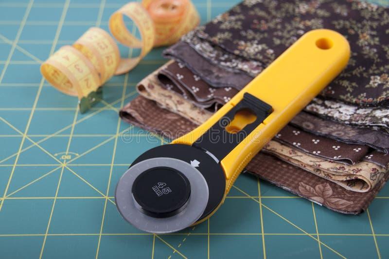 Kniv för patchwork på kompisen för patchwork royaltyfri fotografi