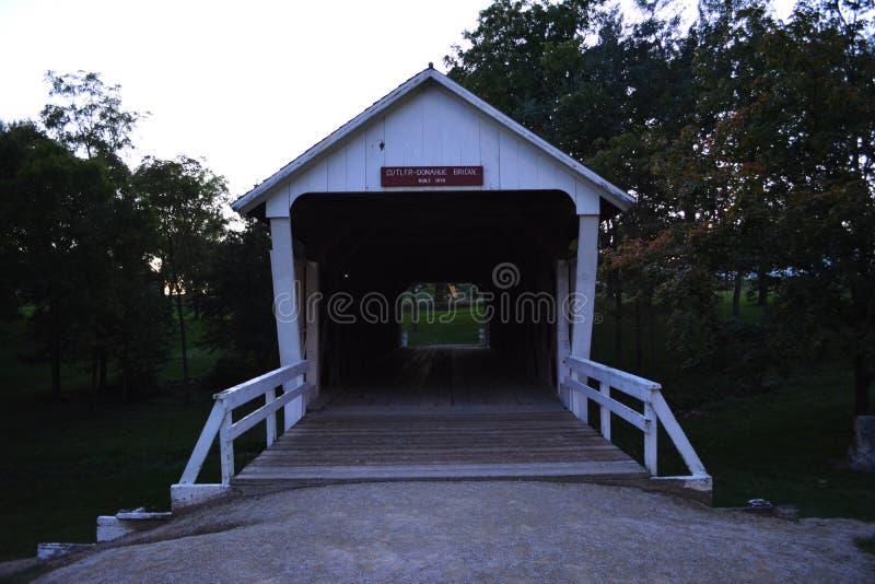 Knivsmed-Donahue täckt bro 2 arkivbilder