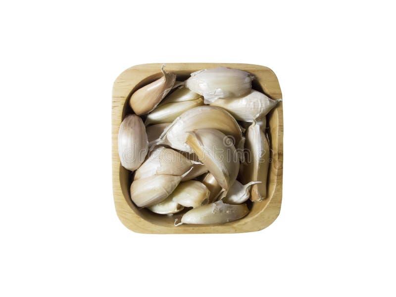 Knoblauch in einer hölzernen Schüssel auf weißem Hintergrund stockfoto