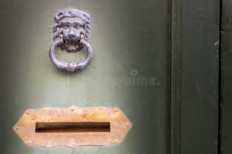 Knocker и почтовый ящик стоковое изображение rf