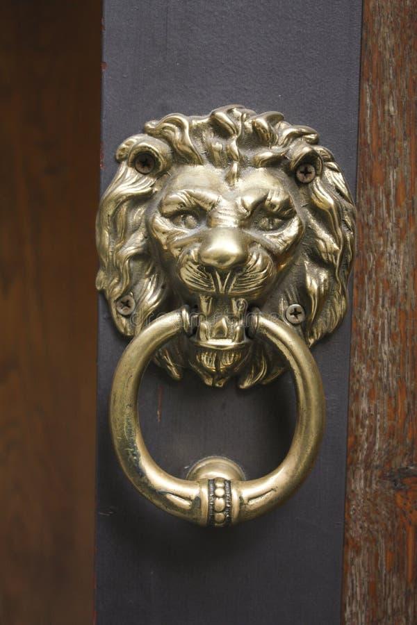 knocker Leon metal kształtujący zdjęcia royalty free
