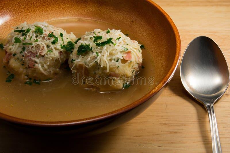 Knodel met soep royalty-vrije stock foto