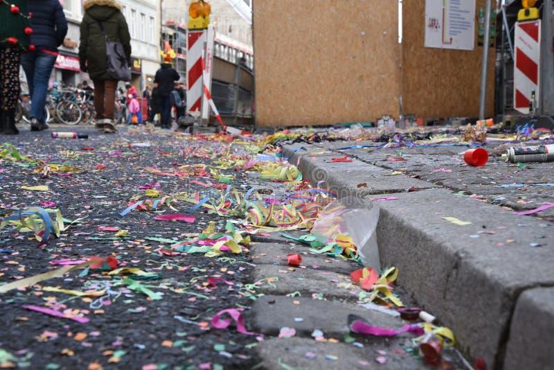 Knoei, verontreiniging en vuil dat wij erachter na schijnbaar onschuldige festivallen hebben verlaten royalty-vrije stock afbeelding
