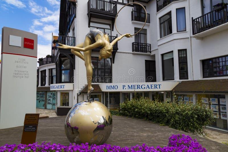 Knokke-atraco B?lgica del balneario Calle moderna de la ciudad foto de archivo libre de regalías