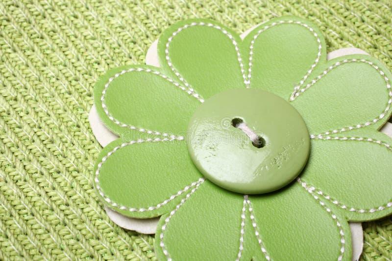 Knoop op bloem gevormde stof wordt genaaid die stock afbeeldingen