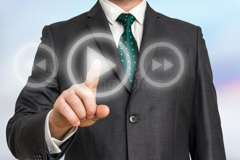 Knoop van het zakenman de dringende spel op een virtuele achtergrond stock afbeelding