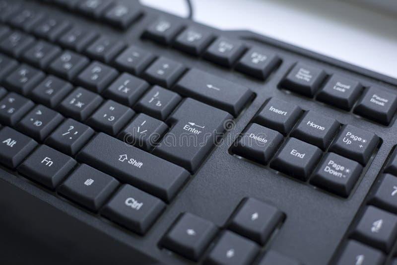 Knopf enterter Nahaufnahme verdrahtete schwarze Tastatur lizenzfreie stockfotos