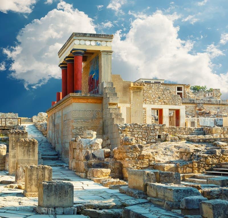 Knossospaleis in Kreta De ruïnes van het Knossospaleis Heraklion, Kreta, Griekenland Detail van oude ruïnes van beroemd Minoan-pa stock foto's