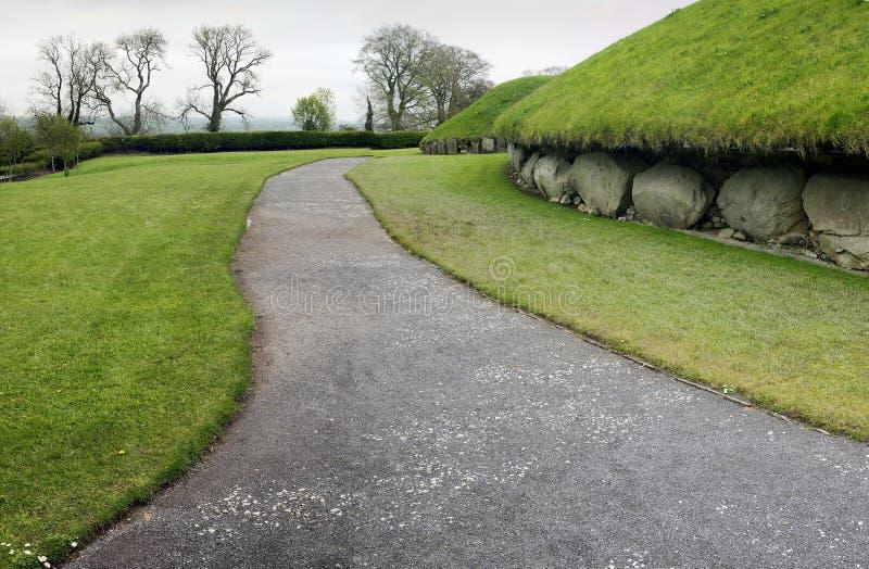 Knowth è una tomba neolitica del passaggio fotografia stock