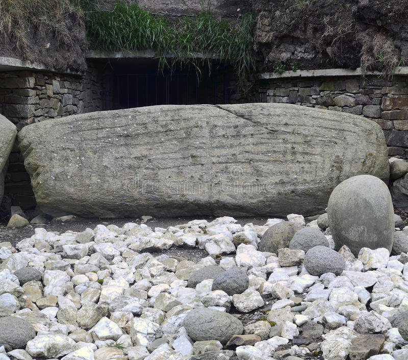 Knowth entrance stone. Knowth is a Neolithic Passage Grave, 3300 – 2800 BC, Boyne Valley, Co. Meath, Ireland stock photos