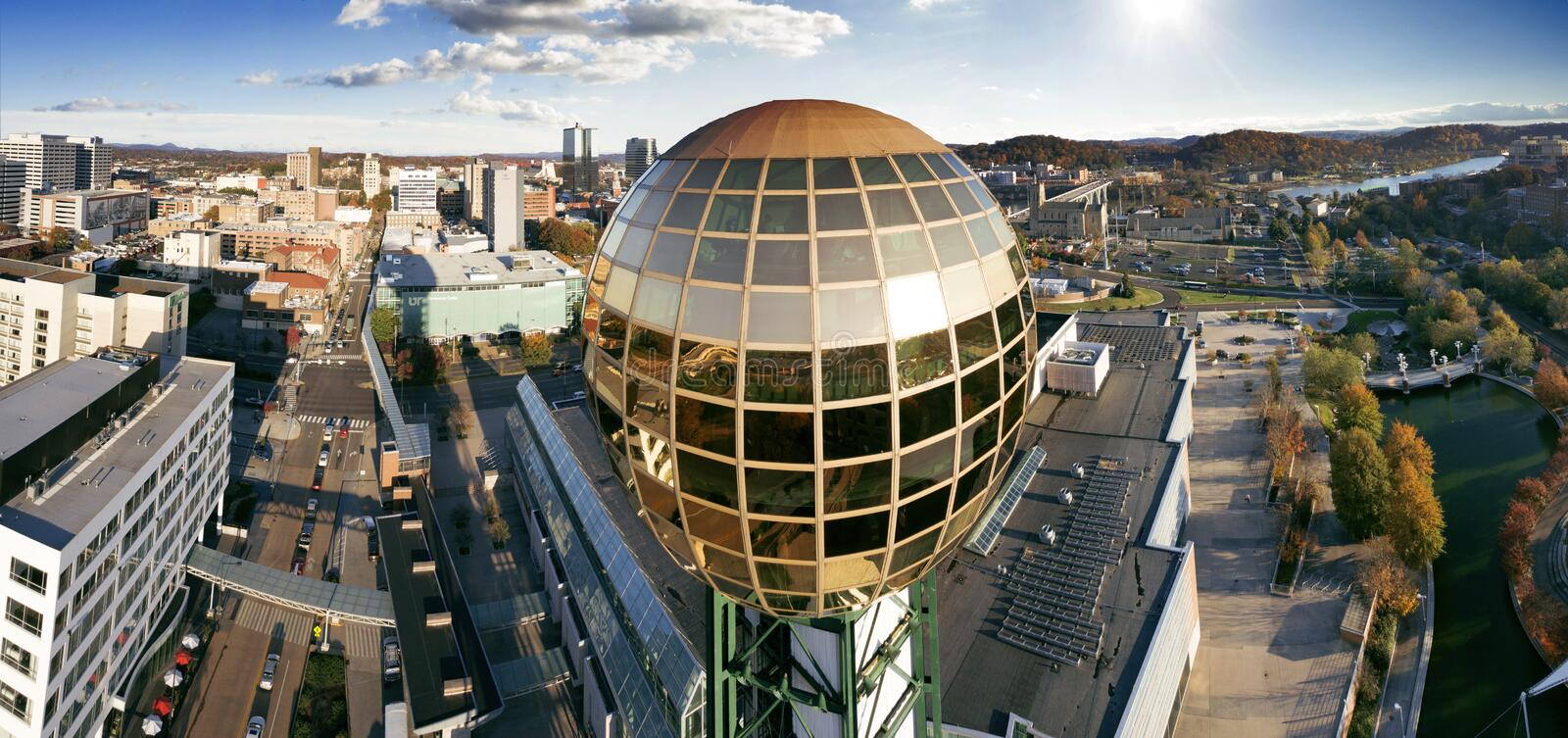 Knoxville, Tennessee Closeup Sunsphere Flyby royalty-vrije stock foto