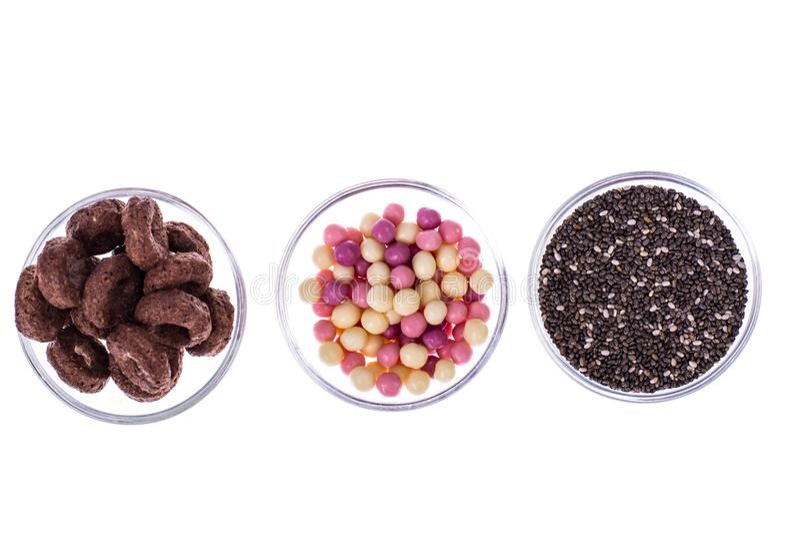 Knusperige Frühstücke des Getreides und chia Samen-gesundes Lebensmittel stockbild