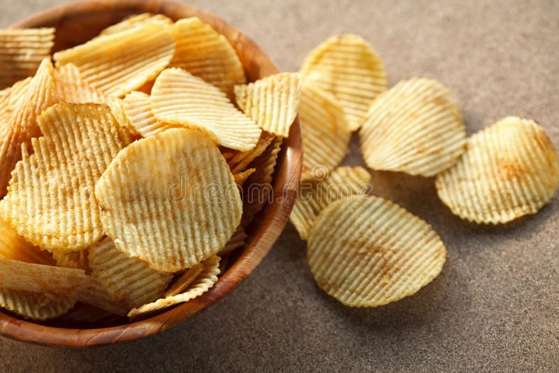 Knusperige Kartoffelchips lizenzfreies stockbild