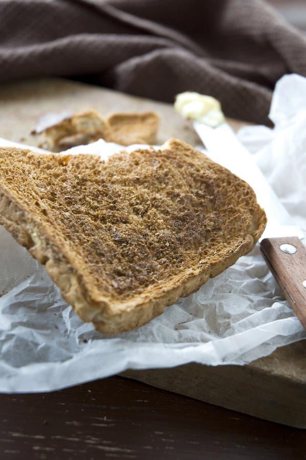 Knusperiger Toast in der Küche lizenzfreies stockbild