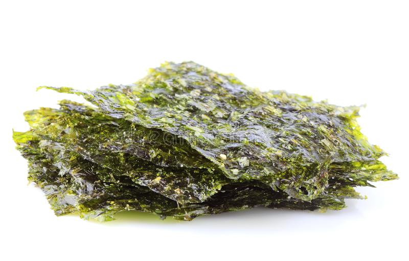 Knusperiges getrocknetes Meerespflanze nori stockfotos