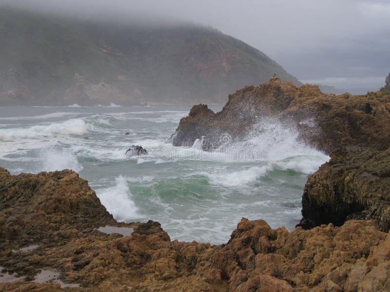 Knysna头的风大浪急的海面 图库摄影