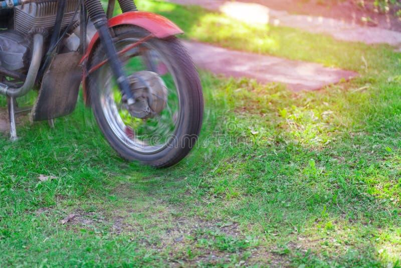 Koło motocykl w górę, zamazany ruch zdjęcia stock