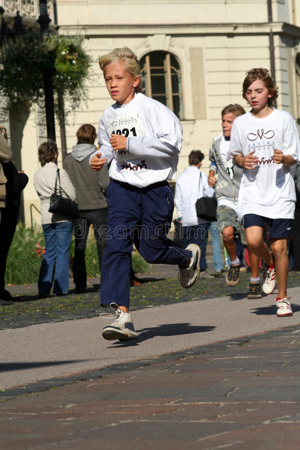 KoÅ ¡ Eis Friedensmarathon - Unternehmenslack-läufer lizenzfreies stockfoto
