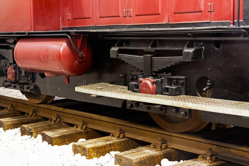 Koła stara lokomotywa na poręczach obrazy royalty free