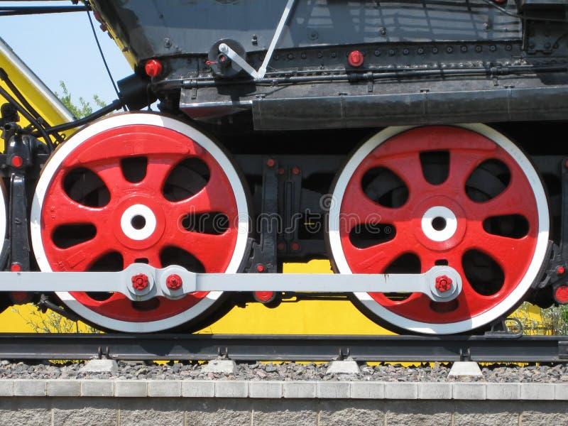 Koła staromodny retro pociąg zdjęcia stock