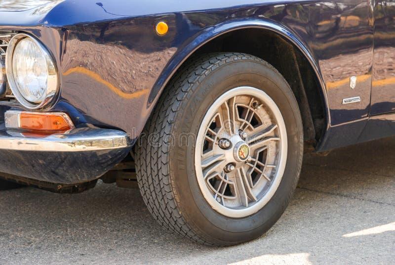 Koło Alfa Romeo Bertone, stary klasyczny retro samochód obraz royalty free