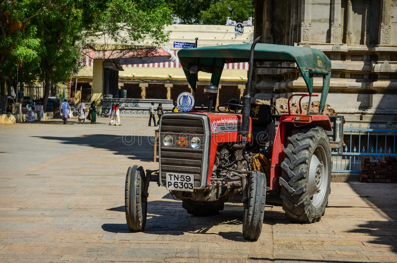 Kołowy ciągnik wśrodku Meenakshi świątyni zdjęcie stock