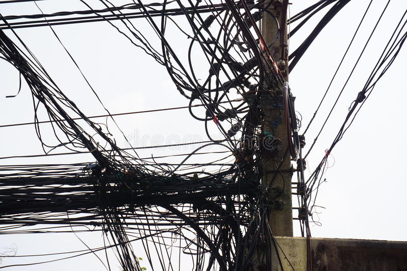 Kołtuniasty sznur i linia energetyczna zdjęcie royalty free