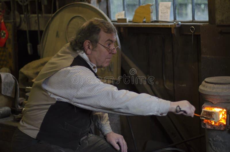Kołysa Koński producent przy żelazo mostem Museam obrazy royalty free