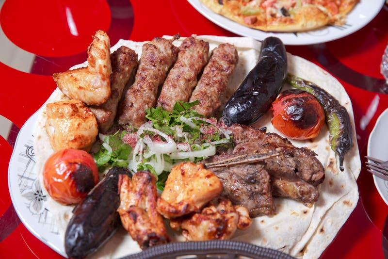 Ko?ysanka w prze?cieradle, truskawka, kurczak Kebab, ober?yna, Pomidorowy Kebab, Pieprzowy Kebab cebula siekana Sumax obrazy royalty free