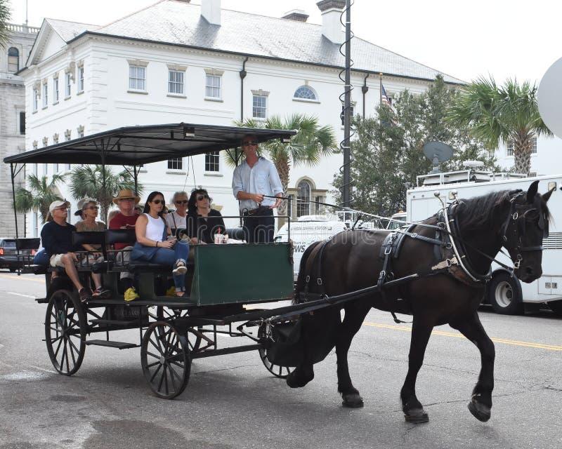 Koń i kareciana wycieczka turysyczna wokoło Charleston, Południowa Karolina zdjęcia royalty free